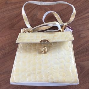 NWT. Leather purse